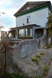 Gammal byggnad med original- design fotografering för bildbyråer