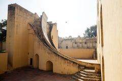Gammal byggnad med trappa i Jaipur Arkivbild