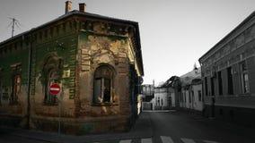 Gammal byggnad på en gammal gata Royaltyfria Foton