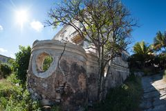 Gammal byggnad, smula för stenar royaltyfri bild
