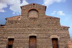 Gammal byggnad som göras av mycket små stenar Arkivbilder