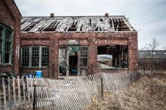 Gammal byggnad som ifrån varandra faller Fotografering för Bildbyråer