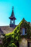 Gammal byggnad stiliserade för den historiska slotten, karakteristisk turr Arkivbild