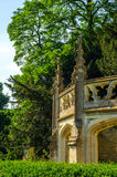 Gammal byggnad stiliserade för den historiska slotten, karakteristisk turr Royaltyfria Foton