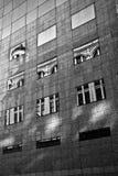Gammal byggnadsreflction Arkivfoto