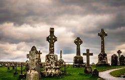 Gammal celtic kyrkogård i Irland Royaltyfria Foton