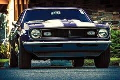 Gammal Chevrolet sportbil Arkivbild