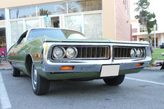 Gammal Chrysler bil på bilshowen Arkivbilder