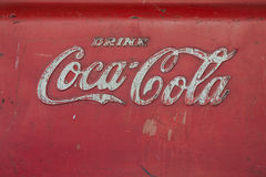 Gammal coca - colalogo på ishinken Royaltyfria Foton