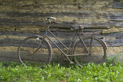 Gammal cykel. Fotografering för Bildbyråer
