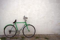gammal cykel Royaltyfri Foto