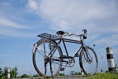 Gammal cykel, gammal cykel i Thailand Arkivfoton