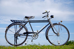 Gammal cykel, gammal cykel i Thailand Royaltyfria Bilder