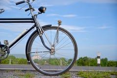 Gammal cykel, gammal cykel i Thailand Fotografering för Bildbyråer