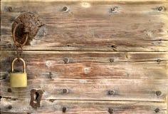 Gammal dörr för lås Royaltyfria Foton