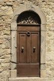Gammal dörr i ingen Tuscany 1 Royaltyfria Bilder