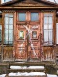 gammal dörr i Ryssland Fotografering för Bildbyråer
