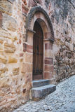 Gammal dörr i Siguenza, Guadalajara Royaltyfri Foto