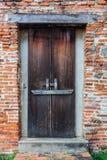 Gammal dörr i Thailand Royaltyfri Bild