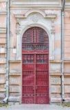 Gammal dörr med smidesjärndetaljer Royaltyfria Bilder