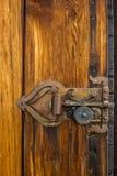 Gammal dörr på notsystemkyrkan av Ringebu i Norge Royaltyfri Fotografi