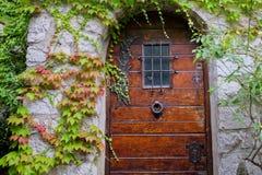Gammal dörrEze by, Frankrike Arkivfoto