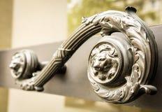 Gammal dörrhandtag royaltyfri bild