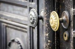 Gammal dörrhandtag Arkivfoto