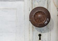 Gammal dörrknopp och nyckel- hål Royaltyfri Foto