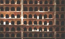 Gammal dekorativ tegelstenvägg arkivbilder
