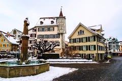 Gammal del av St Gallen, Schweiz under den snöig vintern Arkivfoton