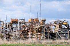 Gammal destillation för nödvändig olja för växt eteriskt arkivbild