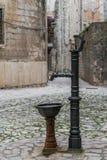 Gammal dricksvattenspringbrunn i Kotor royaltyfri fotografi
