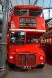 Gammal dubbel däckare på det London transportmuseet Royaltyfria Bilder