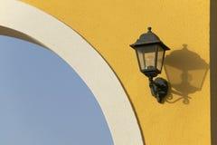 Gammal elektrisk lampa Arkivbilder