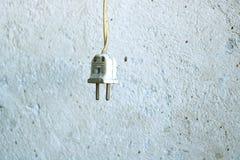 Gammal elektrisk propp royaltyfria bilder