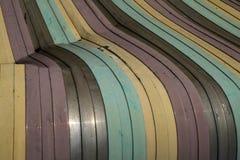 Gammal färgrik skadad bakgrund för tak för metallark Royaltyfri Bild