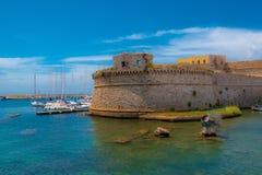 Gammal fästning i Italien Puglia arkivbild