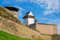 Gammal fästning. Narva Estland Arkivfoton
