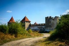 Gammal fästning på floden Dniester i stadböjapparaten, Transnistria Stad inom gränserna av Moldavien under av kontrollunrecognien Arkivfoto
