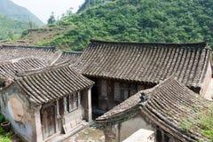 gammal by för forntida tegelstenhus Arkivbild