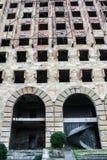 Gammal förfallen byggnad av parlamentet av Abchazien i Sukhumi Arkivbilder