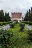 Gammal förfallen byggnad av parlamentet av Abchazien i Sukhumi Royaltyfri Foto
