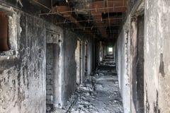 Gammal förfallen byggnad av parlamentet av Abchazien i Sukhumi Arkivfoton