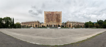 Gammal förfallen byggnad av parlamentet av Abchazien i Sukhumi Royaltyfria Bilder
