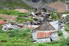 Gammal förfallen guld- min på det Hatcher passerandet, Alaska, Förenta staterna fotografering för bildbyråer