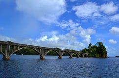 Gammal förstörd bro Royaltyfri Foto