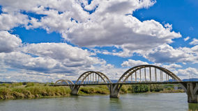 Gammal förstörd bro Arkivbild