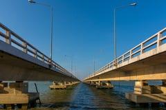 Gammal förstörd bro Fotografering för Bildbyråer