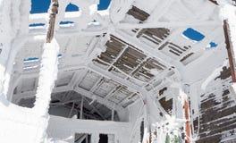 Gammal förstörd cableway Arkivbild